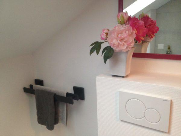 Chambre d'hôtes - Miroir et fleurs